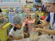 INFANTIL IV FAZ RECEITA DE WAFFLE EM ATIVIDADE INTERDISCIPLINAR