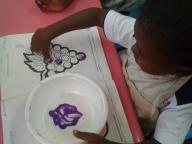 Kinder I descobrindo as cores e as uvas...