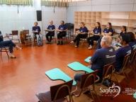 Reunião dos colaboradores com a psicóloga