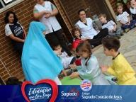 Encenação sobre Nossa Senhora de Fátima (Infantil - tarde)